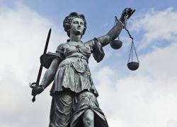 Adalet bir gün bizim yüzümüze de güler mi?